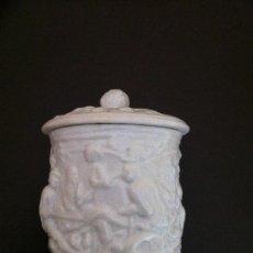 Antigüedades: PORCELANA CAJA CILINDRICA CON TAPA DECORADA. Lote 36439132