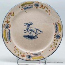 Antigüedades: PLATO EN CERAMICA DE TALAVERA CON CONEJO Y FLORES S XIX. Lote 36470310