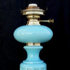 Antigüedades: GRAN LAMPARA QUINQUE EN OPALINA AZUL Y DORADO PP XX IDEAL VINTAGE O POP. Lote 36526937
