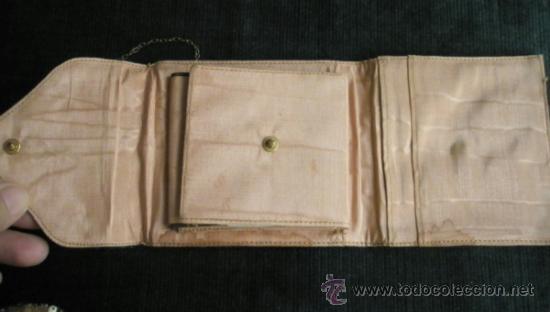 Antigüedades: Bolsito - monedero con cadena, desplegable tejido estilo oriental. 10 x 9 cm años 30-40 - Foto 3 - 36633959