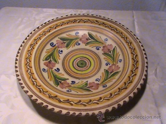 GRAN PLATO PUENTE DEL ARZOBISPO. FIRMADO J.S.A (Antigüedades - Porcelanas y Cerámicas - Puente del Arzobispo )