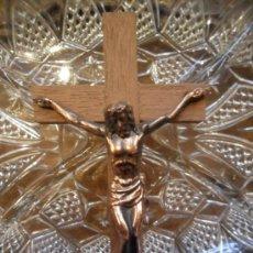 Antigüedades: CRUCIFIJO DE MADERA CON CRISTO DE METAL - ANTIGUO. Lote 36566946