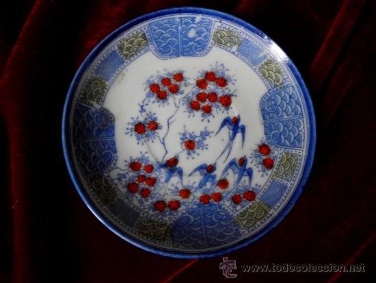 ANTIGUO PLATO DE TÉ EN PORCELANA JAPONESA (Antigüedades - Porcelana y Cerámica - Japón)