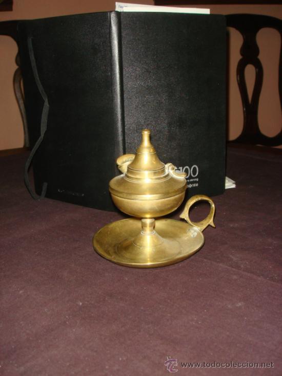 RARA Y ORIGINAL LAMPARA DE MANO DE ACEITE Y MECHA EN BRONCE. CAPUCHINA. MUY ANTIGUA. (Antigüedades - Hogar y Decoración - Portavelas Antiguas)