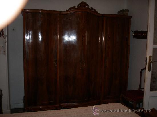Armario de tres cuerpos de madera y chapa de no comprar for Recoger muebles