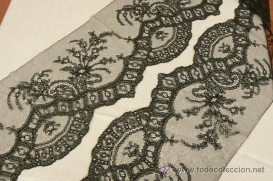 ENCAJE DE CHANTILLY (Antigüedades - Moda - Encajes)