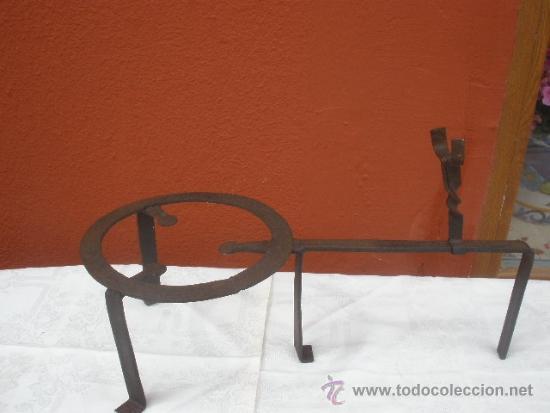 TREBEDE DE HIERRO FORJADO (Antigüedades - Técnicas - Rústicas - Utensilios del Hogar)