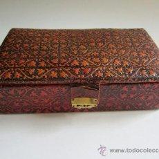 Antigüedades: CAJA PEQUEÑA DE PIEL REPUJADA - BARCELONA. Lote 36682507
