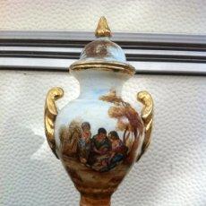Antigüedades: JARRON (TIBOR) ANTIGUO EN PORCELANA DE PARIS CON TAPA PINTADO A MANO SIGLO XIX. Lote 36721274