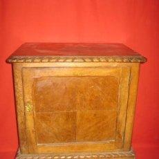Antigüedades: BONITA MESILLA DE NOCHE CON PATAS DE GARRA, PARA RESTAURAR.. Lote 36740156