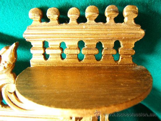 Antigüedades: EXPOSITOR MENSULA REPISA PARA COLGAR, DE MADERA PINTADA CON PAN DE ORO - 32X28 CM. - AÑO 1898. - Foto 3 - 36746239
