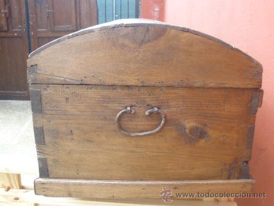 Antigüedades: ANTIGUO BAÚL DE PINO, TAPA CURVA - Foto 10 - 36771178