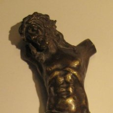 Antigüedades: ANTIGUO TORSO CRISTO DE BRONCE DORADO. 16,5 X 5 CM. Lote 36802967