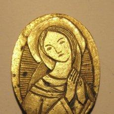 Antigüedades: PEQUEÑO MEDALLON CON LA VIRGEN. BRONCE. AÑOS 60. MEDIDAS. 3 X 2,5 CM. Lote 36803273