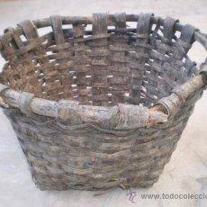 Antigüedades: ANTIGUO CAPAZO-CESTO DE MADERA Y MIMBRE PARA RECOLECTAR FRUTA, IDEAL DECORACIÓN, 35 CM.ALTURA X 60 D. Lote 36806879