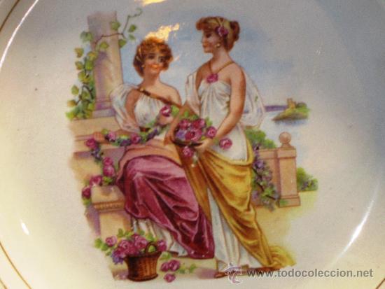 PAREJA DE ANTIGUOS PLATOS PORCELANA ESCENAS ROMANTICAS (Antigüedades - Porcelanas y Cerámicas - San Claudio)