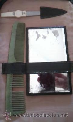 Antigüedades: Antiguo neceser de señora con peine y cepillo de baquelita verde. - Foto 2 - 36842012
