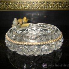 Antigüedades: ANTIGUO CENICERO DE CRISTAL TALLADO Y BRONCE. Lote 36843670