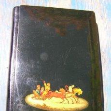 Antigüedades: AGENDA TELEFÓNICA DE BOLSILLO.SOVIÉTICA.DECORADA CON MINIATURA AL PAN DE ORO. NIÑOS EN TRINEO .. Lote 36868287