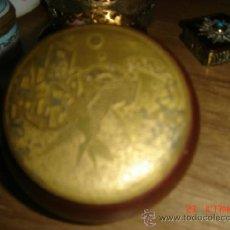 Antigüedades: BONITA CAJITA MADERA Y LATON CON DIBUJO REPUJADO DOS BAILARINES, TIPO T. LAUTREC COLEC. PARTICULAR. Lote 36870151