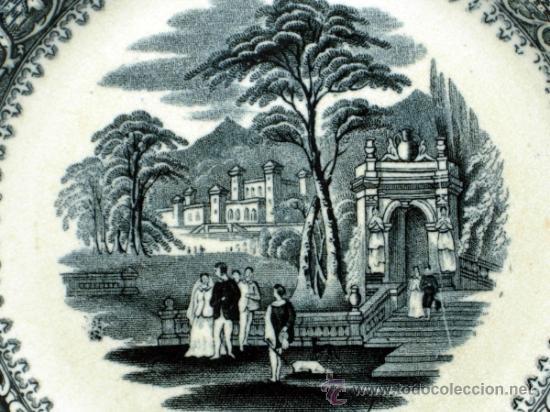Antigüedades: Plato llano negro loza San Juan de Aznalfarache serie vistas Doria jardín romántico S XIX - Foto 2 - 36885929