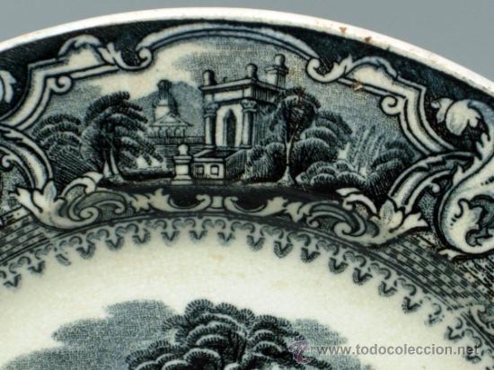 Antigüedades: Plato llano negro loza San Juan de Aznalfarache serie vistas Doria jardín romántico S XIX - Foto 3 - 36885929