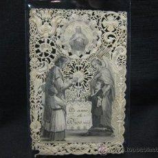 Antigüedades: ESTAMPA RELIGIOSA CON CALADO S. XIX. PRIMERA COMUNION. Lote 36902882