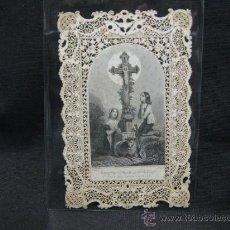 Antigüedades: ESTAMPA RELIGIOSA CON CALADO Y PUNTILLA. S.XIX. Lote 36902960