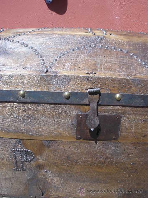 Antigüedades: BAÚL DE AJUAR, MADERA Y DECORADO CON TACHUELAS. TOTALMENTE RESTAURADO. - Foto 3 - 36908128