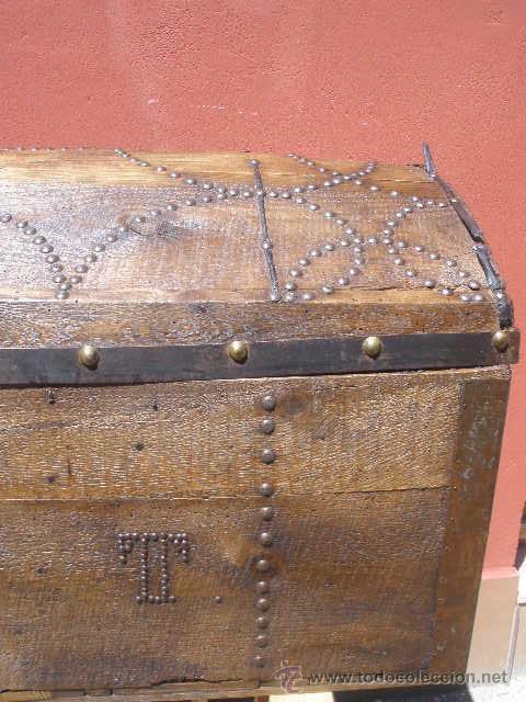 Antigüedades: BAÚL DE AJUAR, MADERA Y DECORADO CON TACHUELAS. TOTALMENTE RESTAURADO. - Foto 4 - 36908128