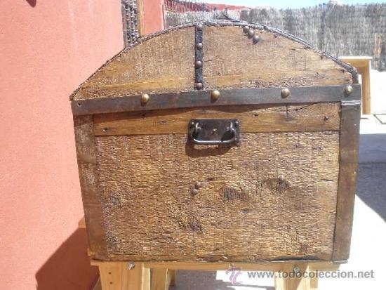Antigüedades: BAÚL DE AJUAR, MADERA Y DECORADO CON TACHUELAS. TOTALMENTE RESTAURADO. - Foto 8 - 36908128