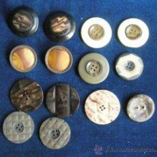Antigüedades: ANTIGUOS 14 BOTONES DIFERENTES Y DIVERSOS MATERIALES 2-3 CM.DIÁMETRO. Lote 37177008