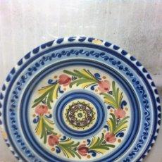 Antigüedades: CERAMICA-BONITO PLATO GRANDE DE PUENTE DEL ARZOBISPO. Lote 36930714