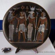 Antigüedades: ANTIGUO PLATO DE COBRE HECHO ARTESANALMENTE CON MOTIVOS EGIPCIOS. Lote 36945047
