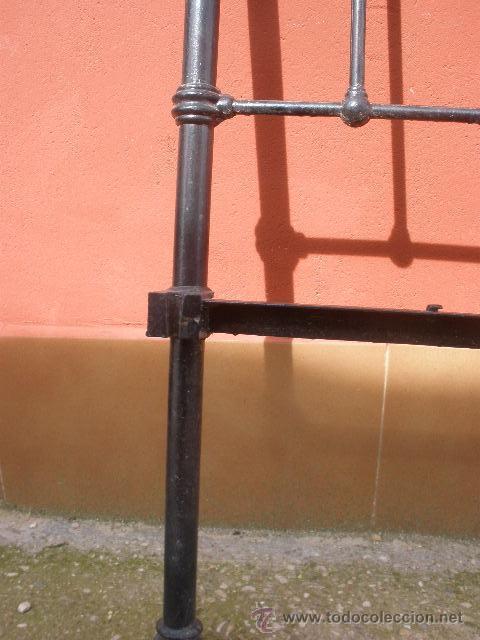 Antigüedades: ANTIGUA CAMA DE HIERRO Y LATÓN. 130CM - Foto 7 - 36955361