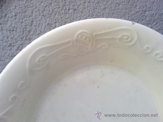 Antigüedades: antigua fuente con decoracion en relieve,sellada, posiblemente alcora - Foto 2 - 36958786