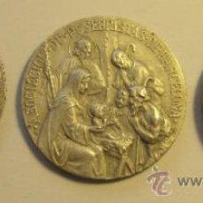 Antigüedades: TRES MEDALLAS DE LA ASOCIACION DE PESEBRISTAS DE BARCELONA. DIÁM. 4 CM. Lote 36971674