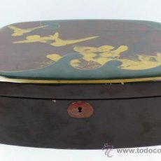 Antigüedades: CAJA XINA LACADA 38,5 CM LARGO X 31 CM FONDO X 12 CM ALTO. SIN LLAVE. Lote 36984386