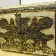 Antiquités: INTERESANTE ARCON. CON HERRAJES. DE MADERA, VER MAS FOTOS Y DESCRIPCION. Lote 36994906
