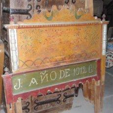 Antigüedades: CAMA PINTADA . CABECERO Y PIESERO. MEDIDA 132 X 147 CM. Lote 37001215