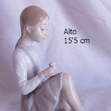Antigüedades: LLADRO NIÑA CON FLOR FIGURA DESCATALOGADA. Lote 37056298