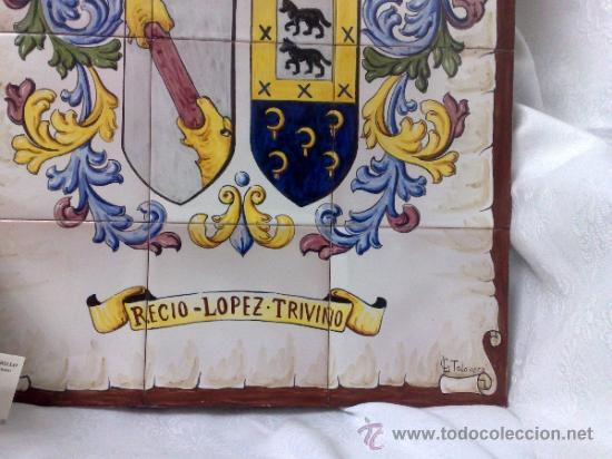 Antigüedades: PLAFÓN DE AZULEJOS EN CERÁMICA TALAVERANA CON ESCUDO NOBILIARIO, FIRMADO. - Foto 7 - 37041202