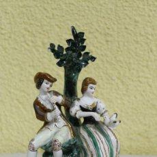 Antigüedades: CERAMICA ESPAÑOLA PAREJA ROMANTICA. Lote 37052873