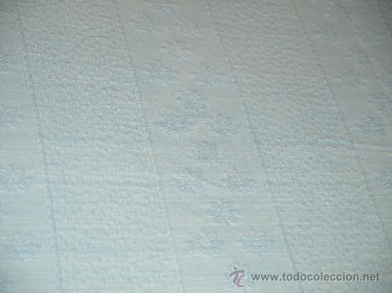 Antigüedades: COLCHA MATRIMONIO AÑOS 50. ALGODON. 230 CM X 205 CM. VER FOTOS. QUIZA SIRVE PARA TELA INDUMENTARIA. - Foto 6 - 37118395