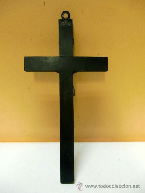 Antigüedades: Crucifijo de metal en cruz de madera - Foto 4 - 37137499