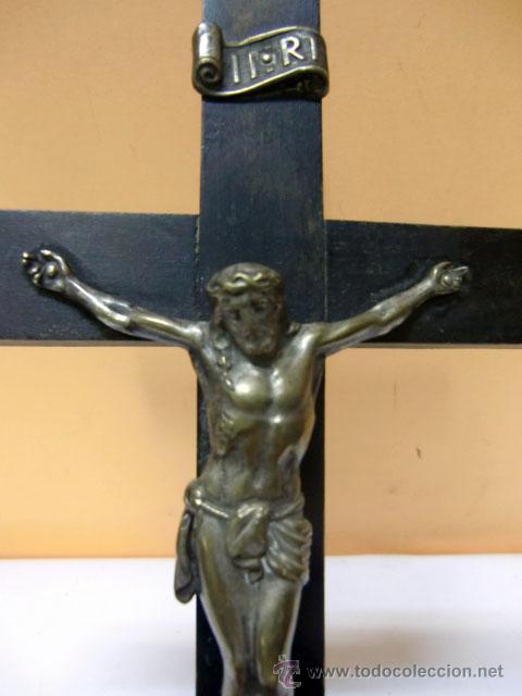 Antigüedades: Crucifijo de metal en cruz de madera - Foto 5 - 37137499