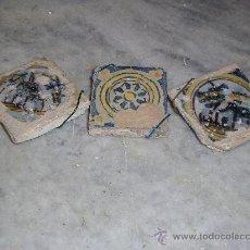 Antigüedades: TRES AZULEJOS PEQUEÑOS TRIANA 2 COLECCION CASAS Y UNO ESTRELLA. Lote 37175195