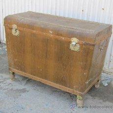 Antigüedades: BAUL EN MADERA CHAPADO EN METAL. Lote 37186578
