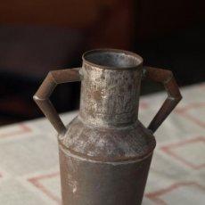 Antigüedades: ANTIGUO JARRÓN DE METAL.. Lote 37201350