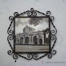 Antigüedades: PUERTA DE ALCALÁ. AZULEJO CON FORJA. Lote 37251171